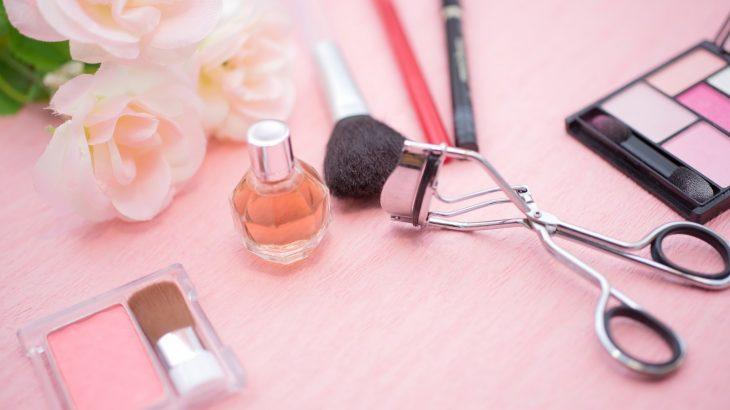 【読者体験談#43】平日休みはもう嫌だ!化粧品販売のシフト事情。