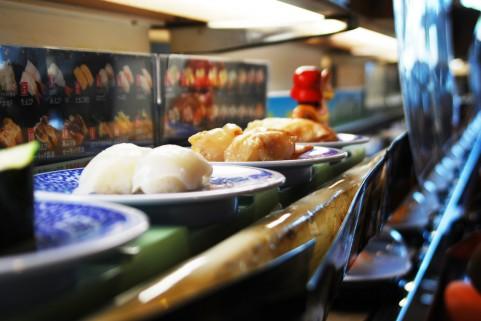 【読者体験談#60】寿司は安いが給料も安い。回転寿司屋バイトが語る悲しい現実。